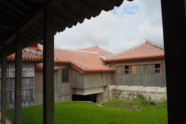 屋根の色がとても素敵