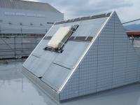 屋根の上でトップハットを見る