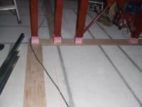 床は明日の間仕切壁下地をつくる用意が