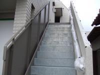 外階段の内側に壁が出来ました
