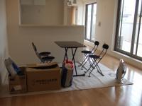 2Fダイニングに打ち合わせ用の机と椅子