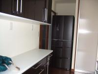 キッチンの奥に冷蔵庫を入れる場所をとりました