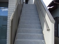 階段もタイルまわりはシーリングをしっかり