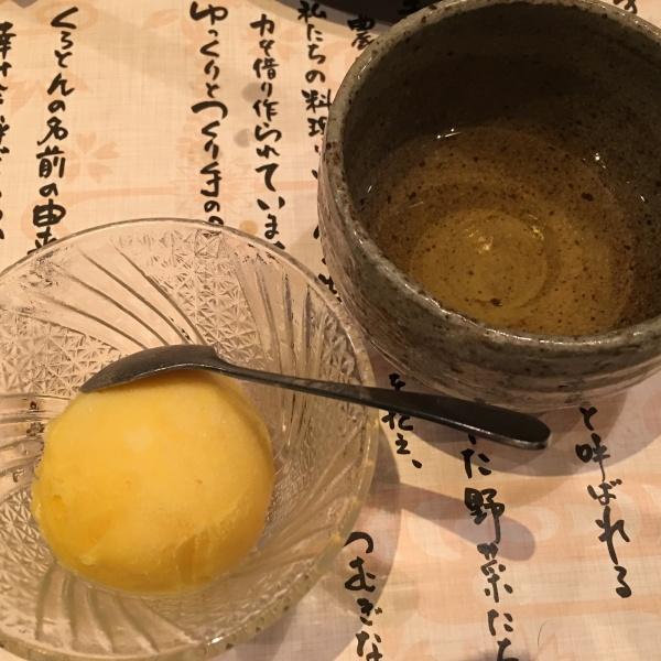 マンゴーシャーベットとうっちん茶(うこん茶)