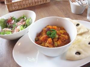 豆と季節野菜のスープと生ハムサラダセット