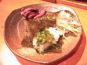 寿司まき。マグロと梅。