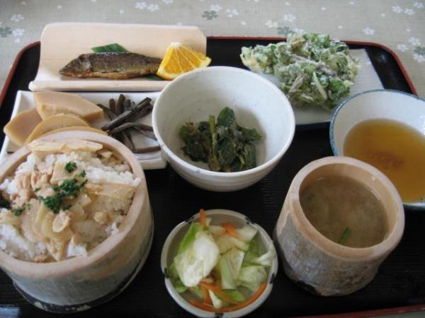 季節のお食事処たけのこ(一条 たけのこ村)