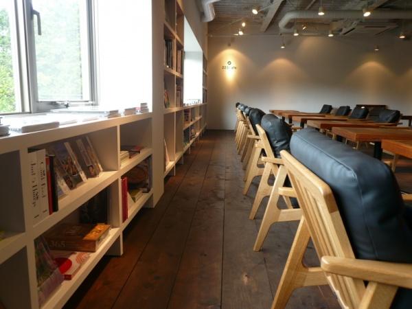 2Fのカフェ風景