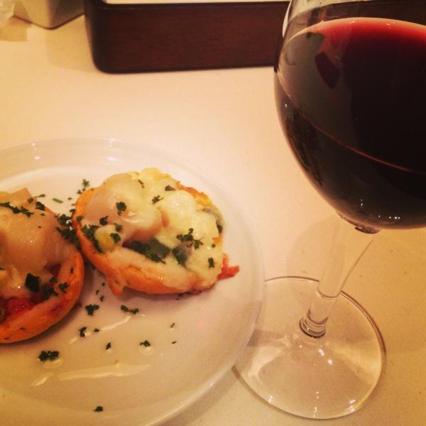 帆立のカナッペとワイン