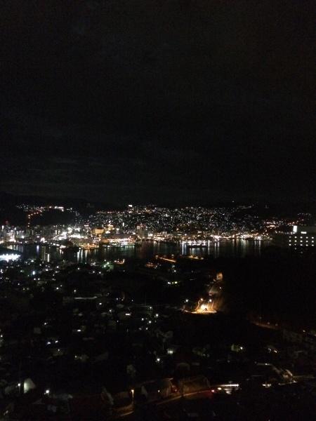 きれいな夜景を見ながら食事を堪能できます