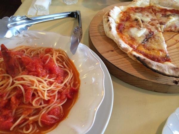 トマトパスタとアンチョビピザ