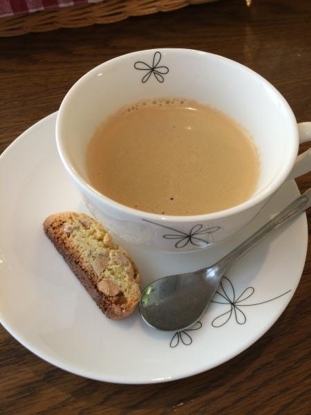 コーヒーと焼き菓子。カップかわいい!