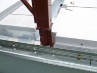柱の外の鉄板は外壁ヘーベル版を載せる
