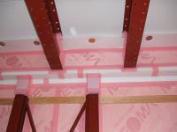 天井部にも白い断熱材が