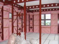 2階の壁ははピンク一色