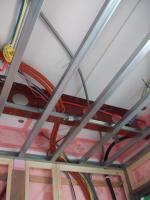 1F玄関の配線は天井へ
