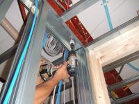天井の軽鉄に穴を開ける