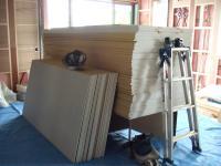 1Fリビングの台に置かれた石膏ボード
