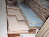 床の仕上げ材が搬入