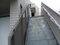 外階段の左壁面の上部が付いていました。