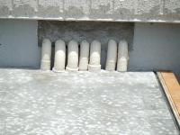 床暖房のパイプが綺麗に並んでコンクリートで固められていました。
