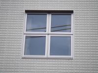 外から見た十字窓