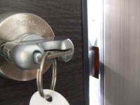 鍵がかからない時にはドア側と受け口側の位置ががずれています。