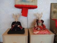 展示室には磯谷佐紀子氏の干支の雛人形がいろいろ