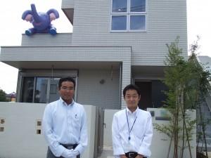 左・営業の米森さん 右・設計の荻原さん