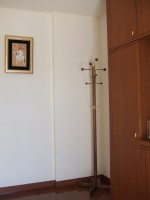 玄関に置くとこじんまりしていて金具の色もまわりとぴったり