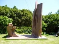 庭にも多くの彫刻